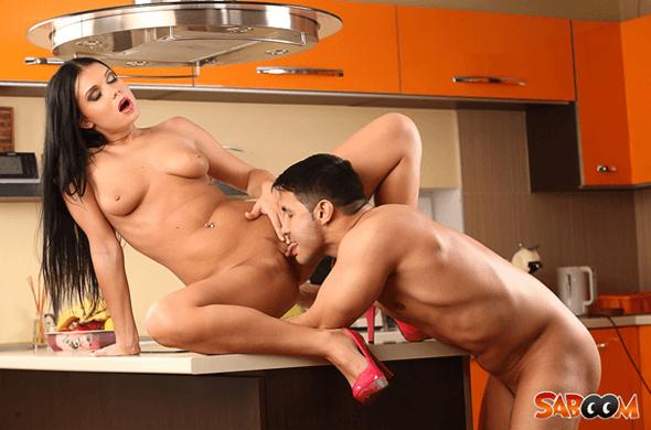 Geile Amateure beim Quickie in der Küche